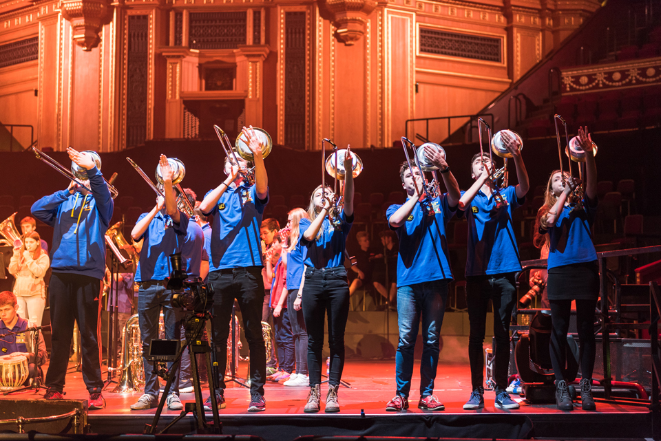 "Youth Brass 2000 – 4 Bars Rest ""Youth Band of the Year""!"
